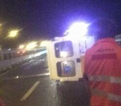 Ambulanza si ribalta sulla statale, ferito il personale medico