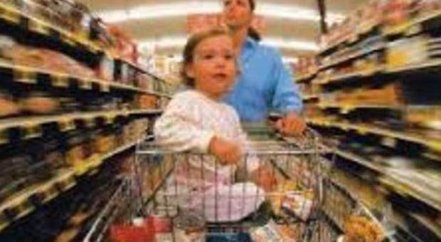 Tragedia al supermercato, bimba di 2 anni muore nel carrello della spesa