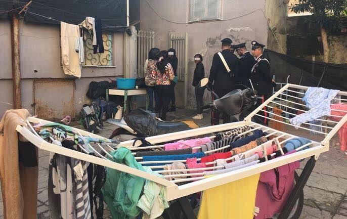 Blitz sul litorale, sequestrato un market: 30 denunciati
