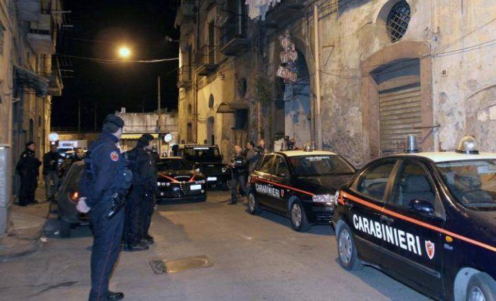 Bomba a mano e droga, ecco il particolare nascondiglio scoperto dai carabinieri