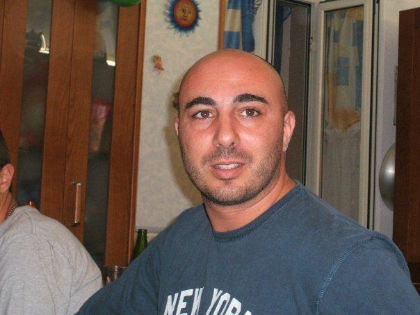 Delitto choc, ucciso a coltellate ex calciatore napoletano