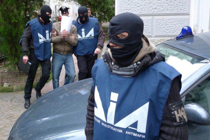 Colpo al clan, 23 arresti per droga, estorsioni e detenzione di armi da fuoco