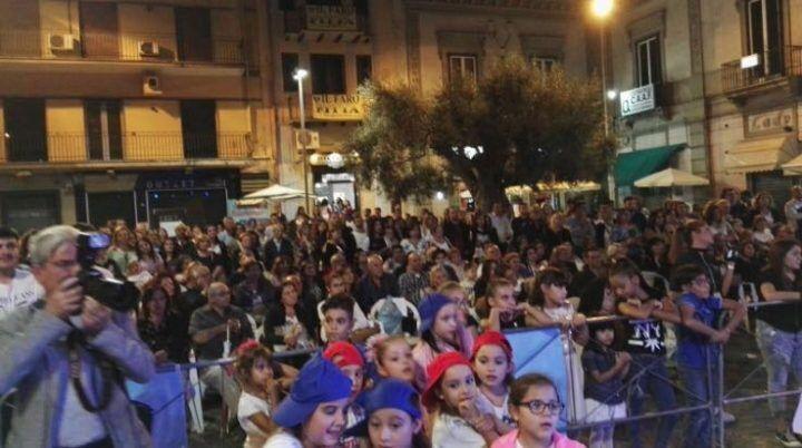 """Giugliano, grande successo per """"Danza, moda e spettacolo"""" in piazza Matteotti"""