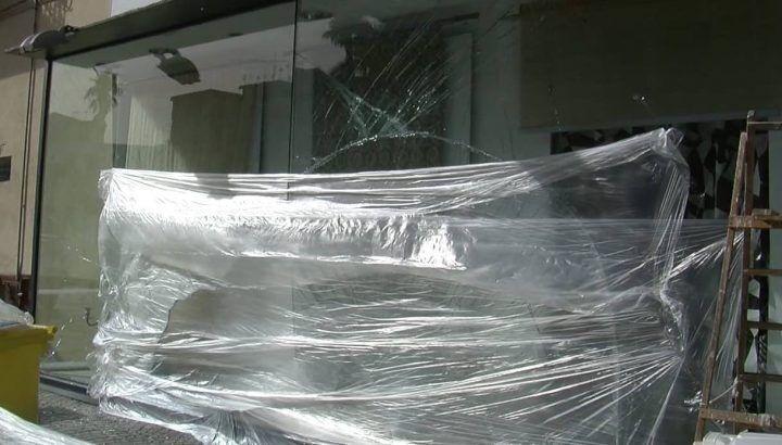 Giugliano, incidente nella notte: distrutta la vetrina di Fulgido