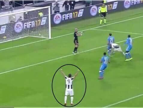 Bonucci segna e Higuain fa infuriare i tifosi del Napoli: ecco il gesto che nessuno ha visto. FOTO