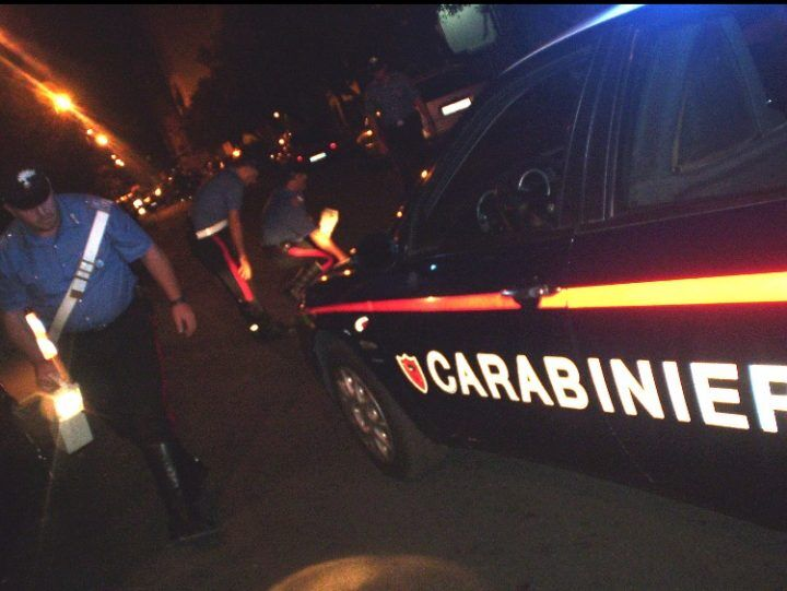 Choc a Giugliano, Carabinieri investiti da due rom in fuga