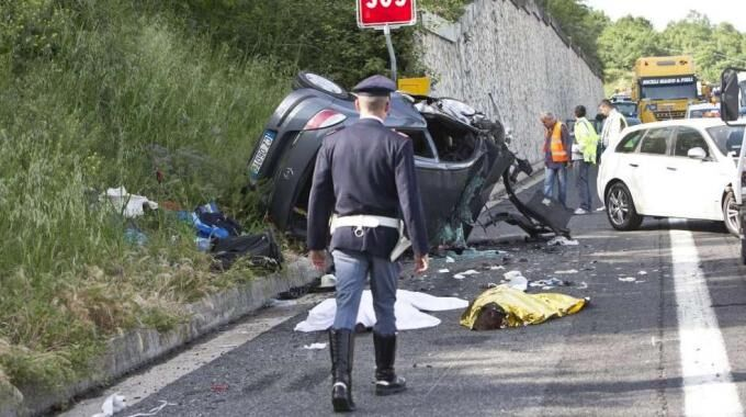 Maxi-incidente sull'A3, un morto e un ferito