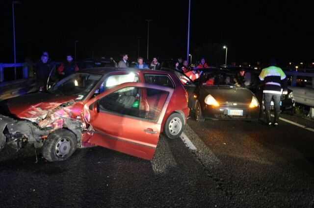 Spaventoso incidente sull'asse mediano, strada chiusa