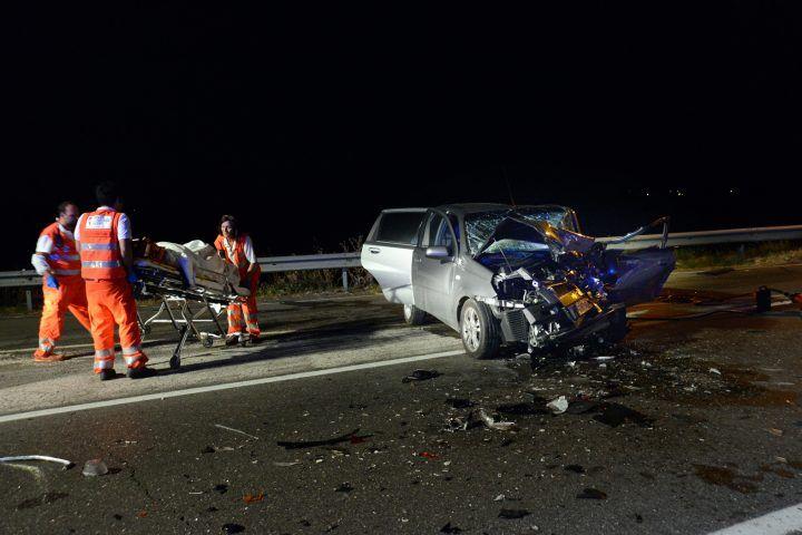 Macerata Campania: terribile incidente, 6 feriti: 4 bimbi in auto
