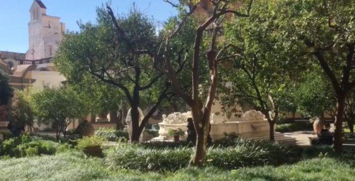 Napoli senza mare, il chiostro di San Gregorio Armeno