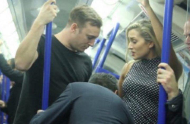 Branco scatenato sul metrò, palpeggiano ragazza: 19enne la difende e viene pestato