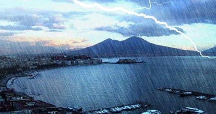 Napoli, arriva l'autunno con piogge e freddo. Ecco da quando