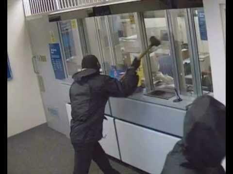 Santa Maria Capua Vetere, colpo grosso alle poste da 12mila euro: arrestato un rapinatore