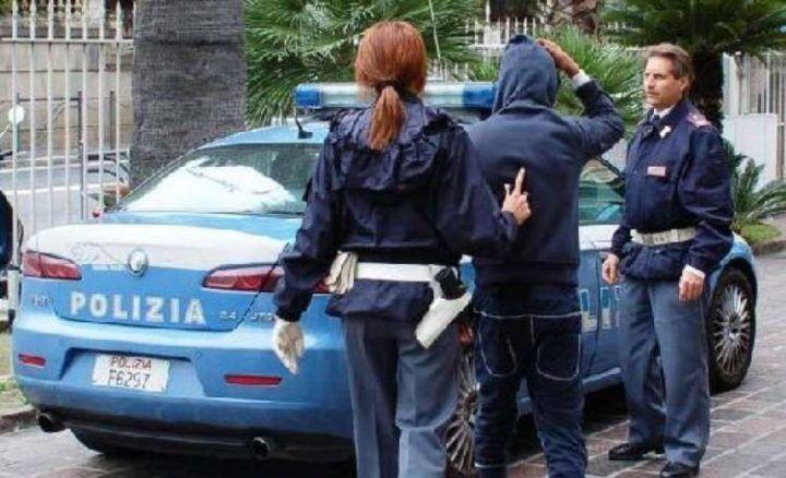 Afragola, rapina due ragazzine e si dà alla fuga. Arrestato 42enne. IL NOME