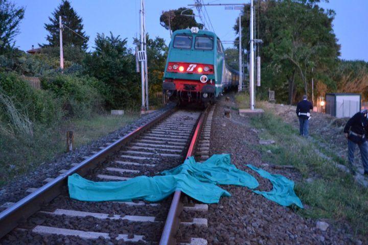 """16enne suicida sotto un treno, lascia un biglietto: """"Ecco perchè l'ho fatto"""""""