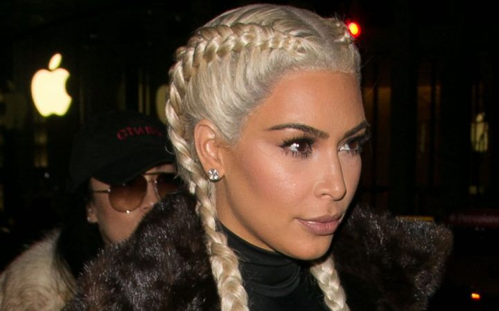 """Kim Kardashian, dalle trecce """"blonde"""" alla rapina a Parigi"""