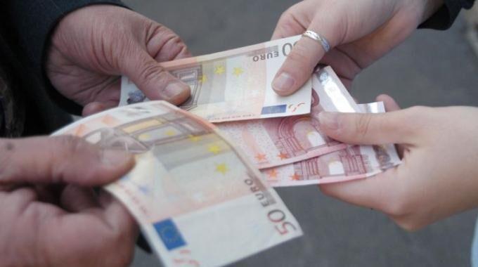 Giugliano, megatruffa da 300 euro ai commercianti. Attenti a quest'uomo