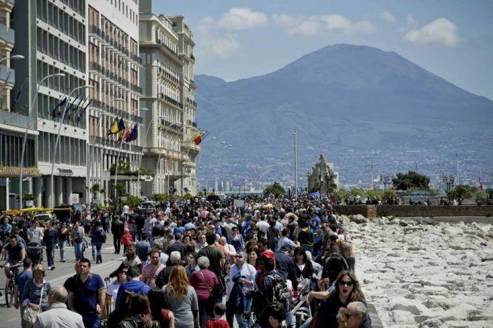 Napoli trionfa sui social: è la più cliccata in Europa dopo Londra