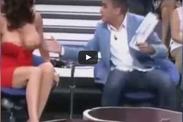 Yola Berrocal a seno nudo in diretta, il video dell'incidente hot. VIDEO