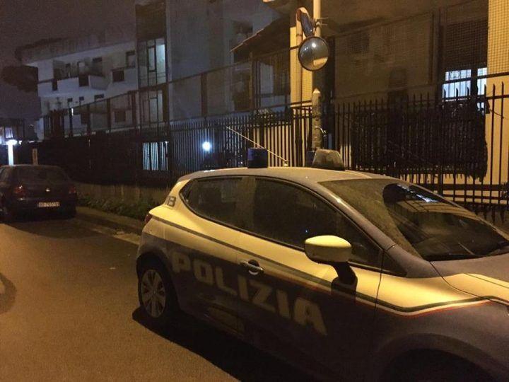 Giugliano, donna morta in casa: era in una pozza di sangue