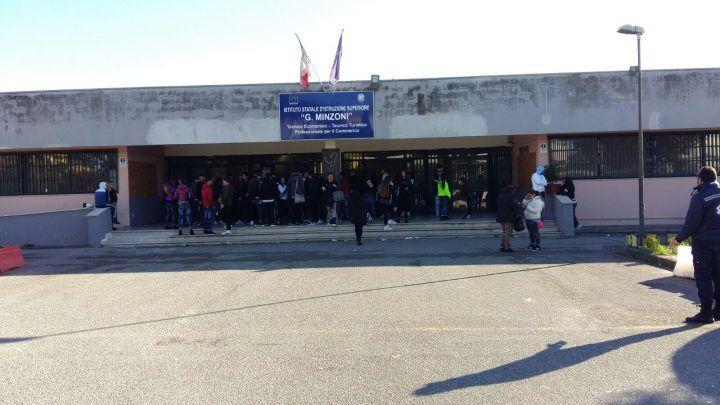 Giugliano. Nuova occupazione al Minzoni: studenti in protesta