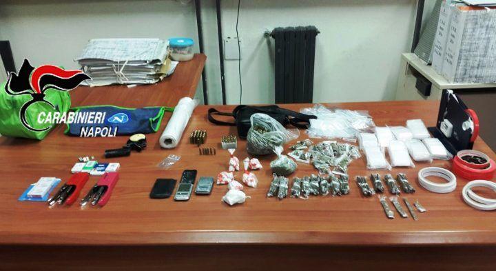 Pistola e droga in un monolocale disabitato: trovati più di 300 grammi di stupefacente