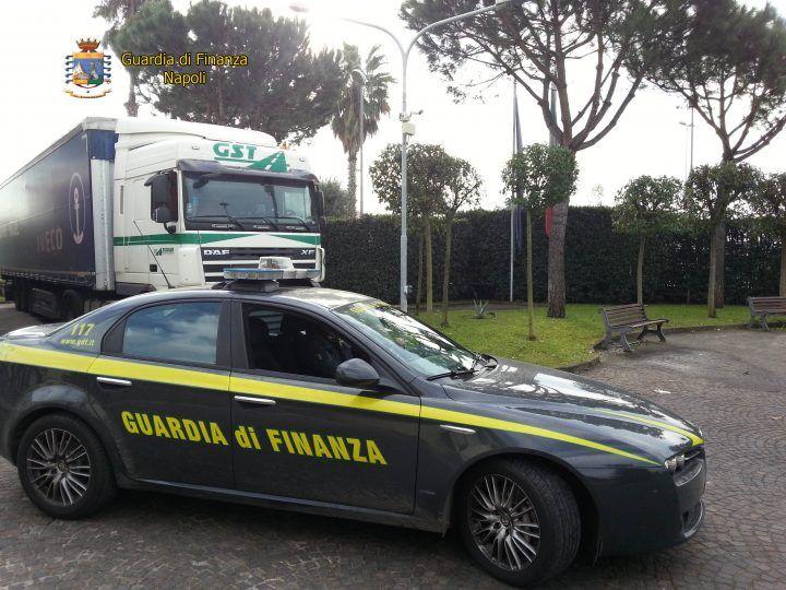 Napoli, sequestrate sei tonnellate di sigarette di contrabbando