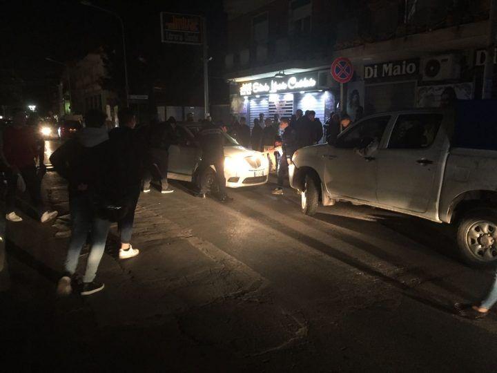 Incidente in via Aniello Palumbo: scontro tra 2 auto,scoppia il caos