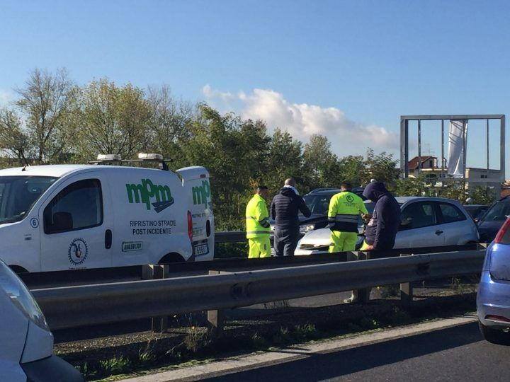Incidente lungo l'asse mediano: traffico in tilt