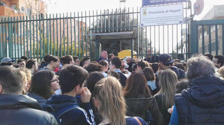 Giugliano. Liceo Cartesio, cambio sede della succursale: studenti in protesta
