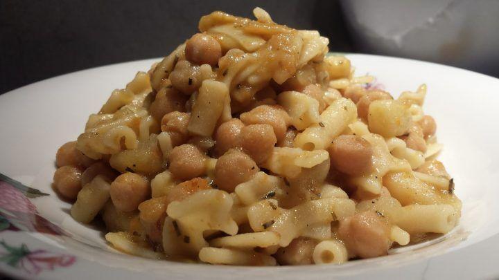 Ricette e sapori della nostra buona terra: pasta con ceci, patate e rosmarino