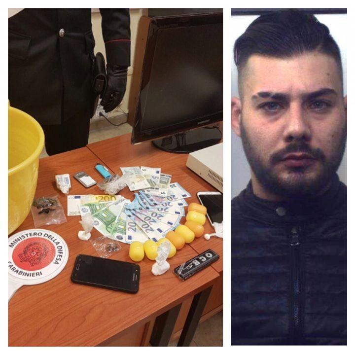 Droga-shop in casa con videosorveglianza, arrestato 25enne di Quarto