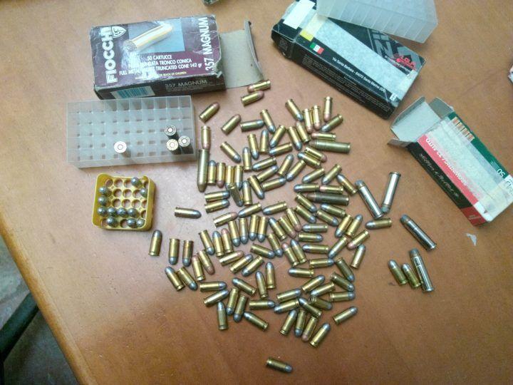 Acerra, munizioni nascoste nel deposito di un'anziana