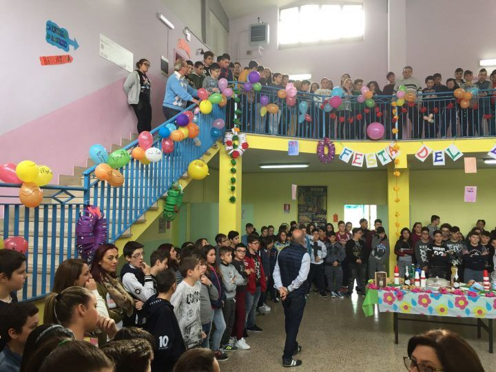 """""""C'era una Volta…"""", grande festa per la consegna dei libri alla scuola Rita Levi Montalcini"""