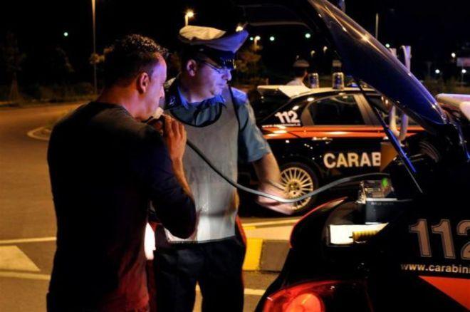 Maresciallo dei carabinieri rifiuta alcoltest e minaccia colleghi, arrestato