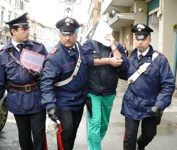 Sant'Antimo, droga nascosta nel camino. Arrestato 57enne
