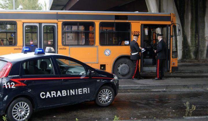 Misteriosa aggressione sull'autobus, bloccati due giovani