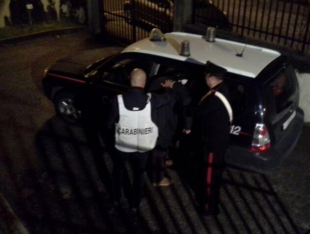 Preso mentre rubava in casa di un giuglianese, arrestato 34enne