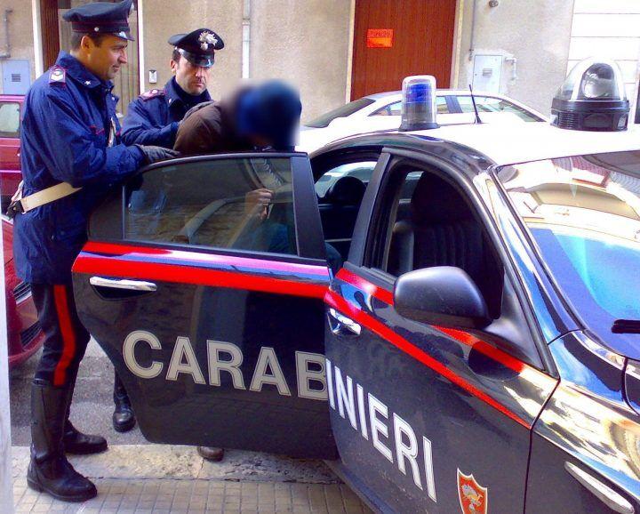 Alla guida con patente revocata, arrestato figlio di ras dei Casalesi