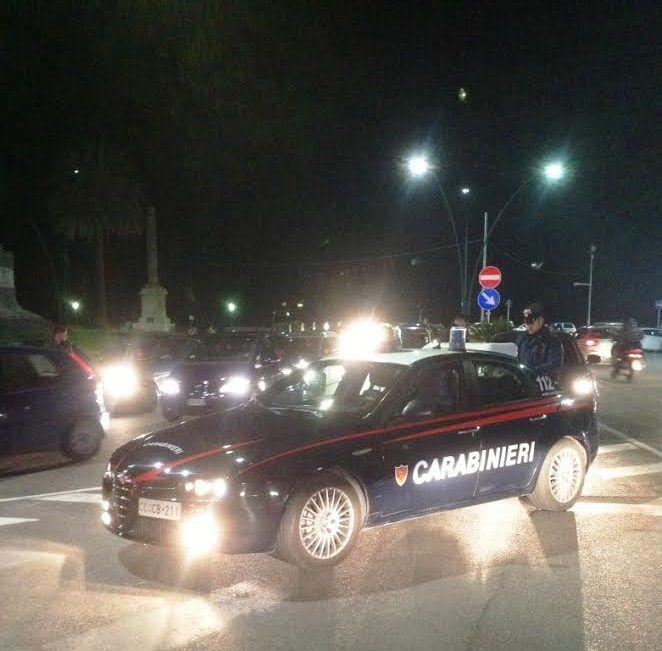Pusher e parcheggiatori abusivi, operazione dei carabinieri nella movida