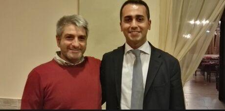 Di Maio ad Aversa, foto col fratello del boss. Scoppia il caso su Facebook