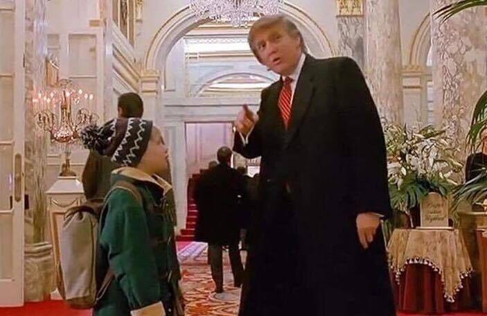 """Trump in """"Mamma ho riperso l'aereo"""". Quel cameo che ha fatto storia. VIDEO"""