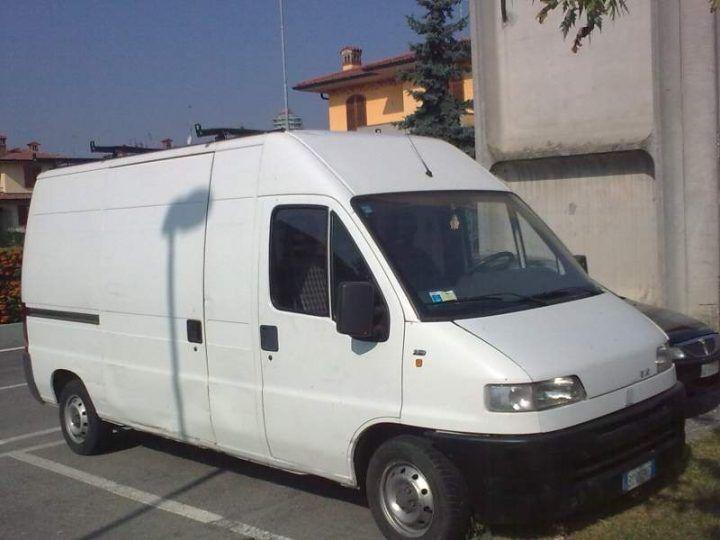 Provincia di Napoli, attenti all'uomo col furgoncino bianco