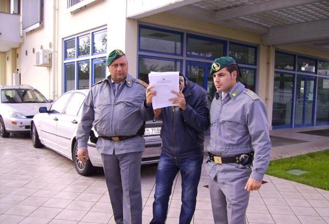 Soldi per superare concorsi nelle forze dell'ordine, sei arresti. Sono di Giugliano e Villaricca. I NOMI
