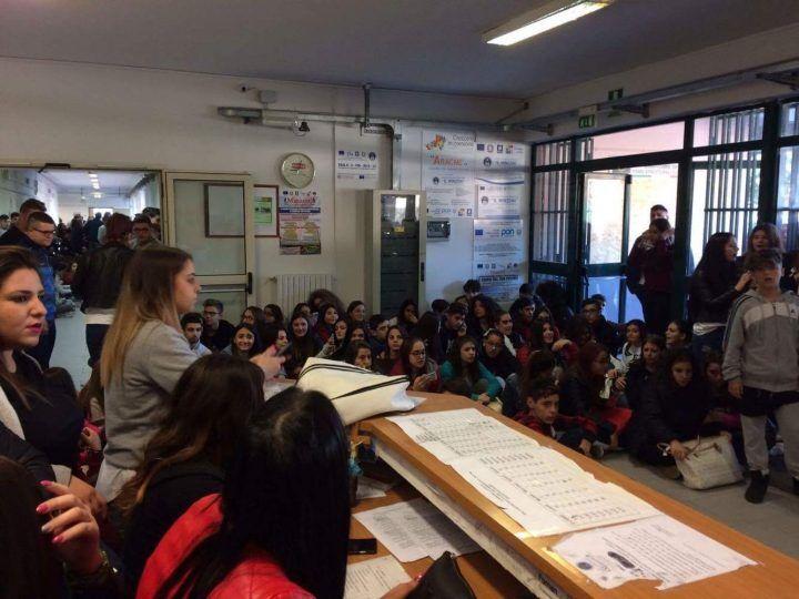 Giugliano: occupato l'istituto Minzoni di via Bartolo Longo
