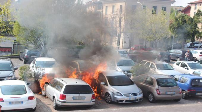 Vomero, incendiata auto di un sacerdote. E' giallo