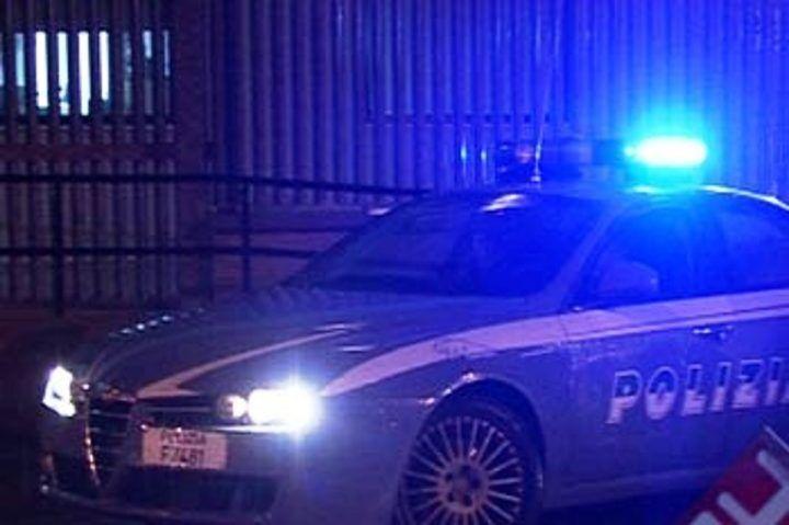 Napoli, scappano alla vista della polizia: sequestrate 6 grosse buste di marijuana