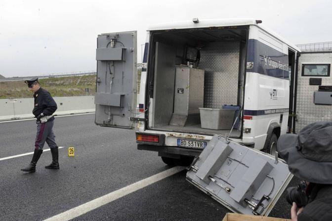 San Giorgio a Cremano, assalto al portavalori: rubati 240mila euro