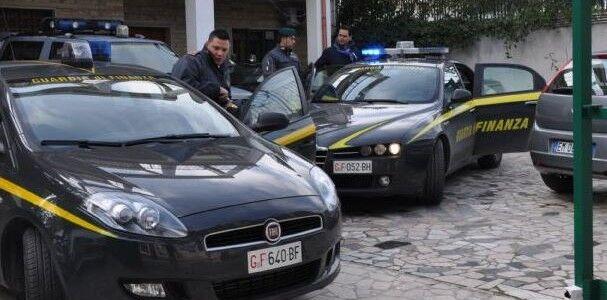 Qualiano, si intestava auto che servivano a ladri e rapinatori. Sequestrati 127 veicoli