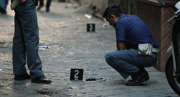 Spari in strada a Napoli, arrestati due giovani